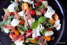 Välimerellinen mansikka-mozzarellasalaatti | PALEOKEITTIÖ Caprese Salad, Mozzarella, Food, Essen, Meals, Yemek, Insalata Caprese, Eten