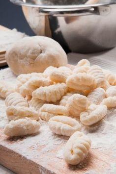 Los ñoquis  son un tipo de pasta italiana , en America del Sur el tipo de ñoqui  más consumido es el de papa . Aunque cada vez mas se utiliz...