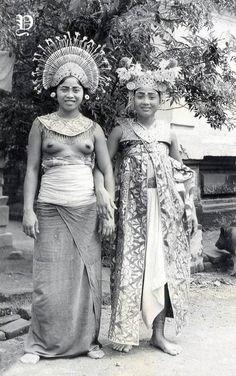 Potret dua wanita penari Bali, 1920-1935
