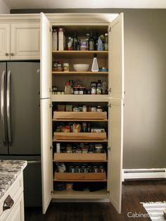 28 Well Organized Kitchen Pantry Makeovers and Ideas – nothingideas Kitchen Organization Pantry, Kitchen Pantry, Kitchen Storage, Kitchen Ideas, Organized Kitchen, Kitchen Photos, Kitchen Redo, Discount Kitchen Cabinets, Diy Cabinets