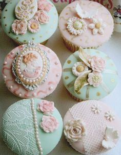Shabby Chic Cupcakes | Time for the Holidays