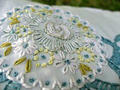 Floresita's beautiful pillowcase embroidery inspires me to embroider flowers