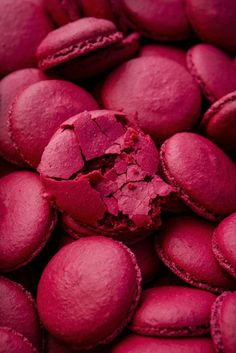 Check out for amazing pink macarons recipes and inspiration Fred Instagram, Story Instagram, Pink Love, Pretty In Pink, Hot Pink, Tumblr Food, Couleur Fuchsia, Magenta, Purple