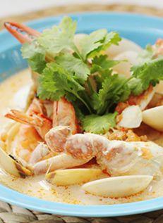 ต้มยำต้มข่าทะเล  Spicy Shellfish in Coconut Soup