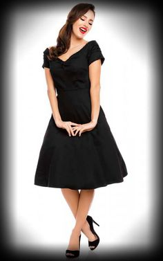 Unser schönes Kleid Lily ist ein echter Hingucker und erinnert an einen Urlaub in Mexico. Niedliche kleine Bommel am Kragen erwecken den Vintage Flair und machen das Dolly and Dotty Kleid, mit versteckten Taschen, zu einem echten Highlight! Das perfekte Kleid für Tanzabende und Mondscheinspaziergänge oder auch ein schönes Picknick. Details zu dem Rockabella Kleid …