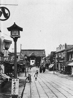 昭和初期の善光寺仲見世通りの様子です