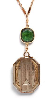 Art Deco Locket Antique Locket, Antique Rings, Antique Jewelry, Vintage Jewelry, Art Nouveau, Art Deco Wedding, Wedding Ideas, Green Tourmaline, Art Deco Design