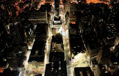 Porque cuando cae la noche no todo se apaga, elige la zona de #NY que en la que quieras divertirte y de seguro algo para hacer encontrarás. Imagen de Flickr, por Premshree Pillai.