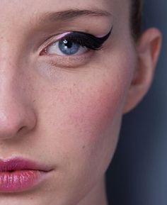 Perfecting a Cat's Eye Look