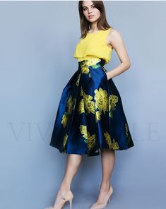 Nice yellow and navy outfit Popular Ladies Best Prom Dresses, Cute Dresses, Beautiful Dresses, Short Dresses, Girls Dresses, Skirt Outfits, Dress Skirt, Vetement Fashion, Rocker