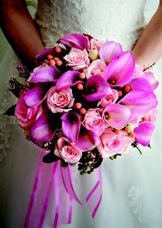 Prachtig #Bruidsboeket met Calla en Rozen #Bruidswerk http://www.pompoenzaden-decoshop.nl/