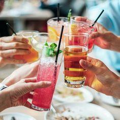 Alegerea paharului potrivit nu este doar o chestiune de estetica, paharele influentand gustul si savoarea bauturii, si reprezinta o experienta completa la fiecare masa in familie sau petrecere cu prietenii. De aceea, am creat o lista care sa iti faca alegerea mai usoara, pentru a te asigura ca ai toate piesele necesare pentru orice ocazie.