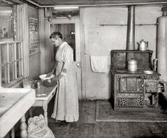 """LARGE click it. 1917 Washington, D.C., circa 1917. """"Mrs. Beuchert."""" Whose psychedelic stove is far out, man. National Photo Company Collection glass negative.  http://www.shorpy.com/node/8071?size=_original#caption"""