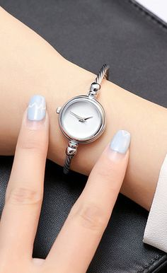 Minimalist Simple Womens Small Watches in Silver and Gold simples pequeños Big Watches, Stylish Watches, Luxury Watches, Cool Watches, Gold Face, Beautiful Necklaces, Bracelet Watch, Fine Jewelry, Bracelets