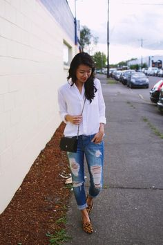 White Shirt + Ripped Jeans. Lovee!!