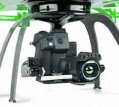 Drones Aibotix El soporte giroestabilizado de la cámara proporciona estabilidad y compensación del movimiento. Los ajustes de la cámara y el movimiento de la montura pueden realizarse durante el vuelo desde tierra a través del control RC.  La unidad es compatible con cámaras SLR, termográficas, cámaras de vídeo, cámaras multiespectrales.  También es posible la transmisión en vivo de la señal a la estación de tierra o a unas gafas de vídeo.