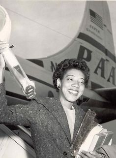 The first African-American tennis player of world stature; broke the color-line in virtually every tournament she entered; enjoyed a two-year peak in 1957 and 1958 when she won both Wimbledon and U. Althea Gibson, American Tennis Players, Tennis Legends, Play Tennis, Color Lines, Wimbledon, African