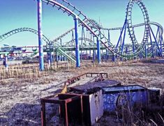 Six Flags New Orleans, an abandoned amusement park with many modern ruins. The park closed after Hurricane Katrina. Six Flags New Orleans, Abandoned Theme Parks, Abandoned Amusement Parks, Lombok, Abandoned Buildings, Abandoned Places, Abandoned Mansions, Abandoned Castles, New Roller Coaster
