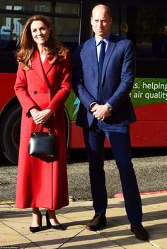 Kate Middleton Et William, Kate Middleton Style, Beauty And Fashion, Royal Fashion, Women's Fashion, Prince William And Kate, William Kate, Alexander Mcqueen, New Blue Suit