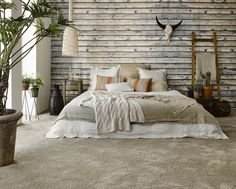 A rustic bedroom for those who dream of the great wide open might look tough but are super soft with Home Touch. Kom langs bij onze winkel in Rijswijk om de mogelijkheden te bekijken! Decor, Bedroom Decor, Beautiful Bedrooms, Home, Bedroom Inspirations, Wallpaper Headboard, Bedroom Design, Rustic Bedroom, Home Decor
