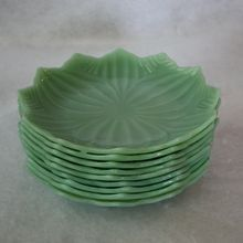 Lotus Blossom plates Jadite 1940 vintage Fire King, I have a couple of these in my collection. Antique Glassware, Vintage Kitchenware, Vintage Dishes, Vintage Love, 50s Vintage, Vintage Stuff, Vintage Appliances, Kitchen Appliances, Dessert Aux Fruits