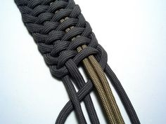 I share photos of my hobby with decorative and useful knot work, with paracord and other sizes/types of cordage and accessories. Paracord Belt, Paracord Bracelets, Paracord Projects, Paracord Ideas, Paracord Tutorial, Man Crafts, Parachute Cord, Macrame Knots, Micro Macrame