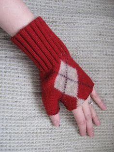 Old Sweater Fingerless Gloves - are you kidding me? What a GREAT IDEA!