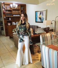 Flare Skirt, Flare Dress, Wide Leg Jeans, Fashion Details, Bell Bottoms, White Jeans, Bell Sleeves, Women Wear