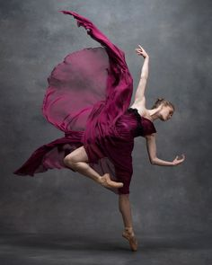 Emotional And Expressive Photographs Showcased By The NYC Dance Project. Fashion and beauty photographer Ken Browar and dancer and photographer Deborah Ory are the founders of the NYC Dance Project.Breathtaking Photos Of Dancers In Motion Reveal The Dance Photography Poses, Dance Poses, Creative Dance Photography, Motion Photography, American Ballet Theatre, Ballet Theater, Shall We Dance, Just Dance, Dance Project