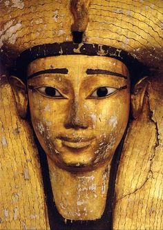 Detalle del sarcófago de Ahhotep. Museo de El Cairo. reina XVII dinastía.- expulsión de hyksos