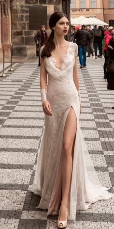 In this article we collected unique wedding gowns. We submit fashion forward wedding dresses a variety of fabrics, diffrent styles. Straight Wedding Dresses, Classy Wedding Dress, Slit Wedding Dress, Unique Wedding Gowns, A Line Bridal Gowns, Wedding Dress Necklines, Gorgeous Wedding Dress, Wedding Dress Styles, Bridal Dresses