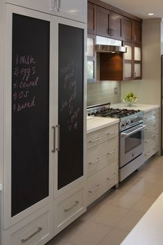I want a chalkboard fridge like the Duncan's on good luck Charlie :)