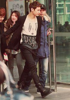 Minho and Tofu Onew's head <3