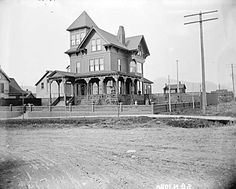 Mayor Templeton's house, 1895 Victorian Photos, Vintage Photos, Vancouver Island, Back In The Day, British Columbia, Beautiful Homes, The Past, Canada, Ocean