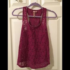 ✨Host Pick✨Lace Tank Top Basically new! Lace tank top. Has a cool design around the edge of the tank top as well. ✨Host pick: best in tops 2.19.16✨ Tops Tank Tops