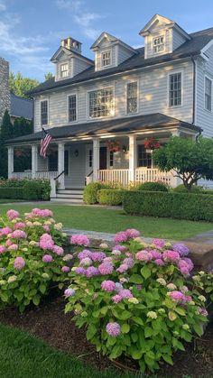 Garden Pond Design, Front Yard Garden Design, Cottage Garden Design, Hydrangea Landscaping, Hydrangea Garden, Backyard Landscaping, Hydrangeas, Beautiful Flowers Garden, Flowers Nature