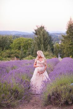 beautiful maternity inspiration, lavender fields