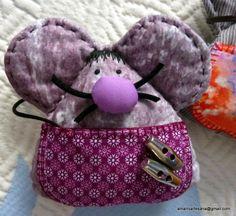 Pequeños ratones Pérez con delantal / bolsillo, donde los niños y niñas pueden guardar su diente de leche.