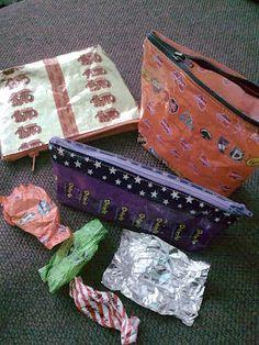 Mansikkasuttua: Karkkipaperipussukka x3 Candy Wrappers, Diy And Crafts, Recycling, Coin Purse, Purses, Wallet, Tuli, Bags, Craft Ideas