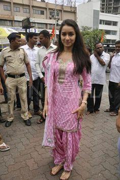 Shraddha Kapoor In Baby Pinks Block Printed Salwar Suit