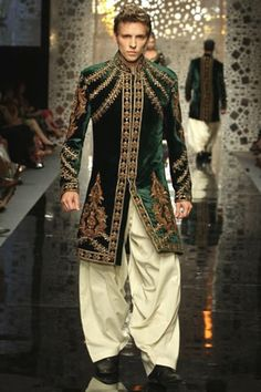 Manish Malhotra men's jacket design is influenced by the late middle ages men. - Manish Malhotra men's jacket design is influenced by the late middle ages men's pourpoint. Indian Men Fashion, Mens Fashion Suits, India Fashion, Fashion Outfits, Wedding Outfits For Groom, Wedding Dress Men, Bridal Outfits, Wedding Suits, Sherwani