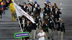 Refugee Olympic team gets huge Opening Ceremony ovation in Rio