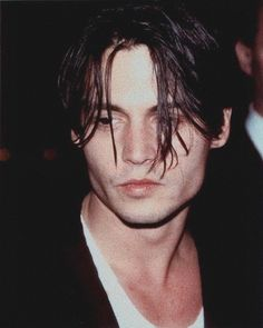 Johnny Depp has such such an expressive face and beautiful bone structure. Johnny Era, Johnny And Winona, Young Johnny Depp, Johnny Depp Frases, Johnny Depp Wallpaper, Back In The 90s, Z Cam, Hot Actors, Pretty Men