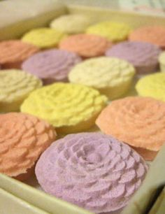Dry confectionery.  菊寿糖