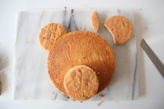 Incredibly Easy Teddy Bear Cake - Little Button Diaries teddy bear cake 4 Teddy Bear Birthday Cake, Teddy Bear Party, Teddy Bear Cakes, First Birthday Cakes, 2nd Birthday, Teddy Bears Picnic, Picnic Cake, Picnic Birthday, Cake Shapes