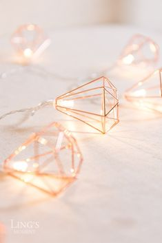 Geometric Diamond Fairy Lights - Rose Gold This string lights composed of 10 Warm White LEDs with Ro Rose Gold Room Decor, Rose Gold Rooms, Gold Bedroom Decor, Fairylights Bedroom, Rose Gold Wallpaper, Lit Wallpaper, Décoration Rose Gold, Gold Gold, White Gold