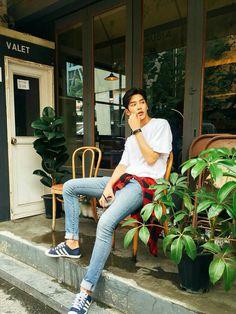 Rowoon is boyfriend material! Korean Celebrities, Korean Actors, Fashion Mode, Korean Fashion, Neoz School, Jaewon One, Kim Young, Foto Poster, Poses References