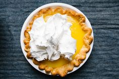 The Perfect Lemon Meringue Pie - Today is Lemon Meringue Pie Day! Redeem all of your past lemon meringue disasters. Here's how to make one that works. has the easiest and best recipe for this favorite classic Southern dessert! Cheesecakes, Pie Recipes, Dessert Recipes, Fruit Recipes, Cheesecake Recipes, Snack Recipes, Ideas Paso A Paso, Lemon Meringue Cheesecake, Swiss Meringue