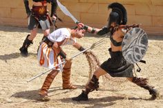Le Signe du Triomphe - Puy du Fou #PuyduFou #SigneduTriomphe #gladiateur #spectacle #show #costumes #performes  #battle #combat #fight Triomphe, Spectacle, Piano, Wrestling, Costumes, Sports, Gladiator Sandals, Adventure, Other