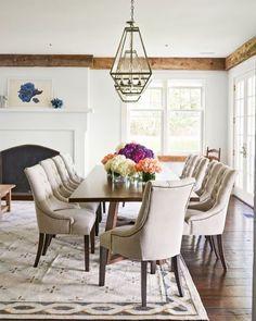 Uma mesa retangular de madeira pendentes de metal e cadeiras estofadas: composição elegante para a sala de jantar. O que acham?  #decoration #instadecor #instahome #casa #home #interiordesign #homedesign #homedecor #homesweethome #inspiration #inspiração #inspiring #decorating #decorar #decoracaodeinteriores #Mobly #MoblyBr #luxo #marmore #kitchen #kitchendecor#decoration #instadecor #instahome #casa #home #interiordesign #homedesign #homedecor #homesweethome #inspiration #inspiração…